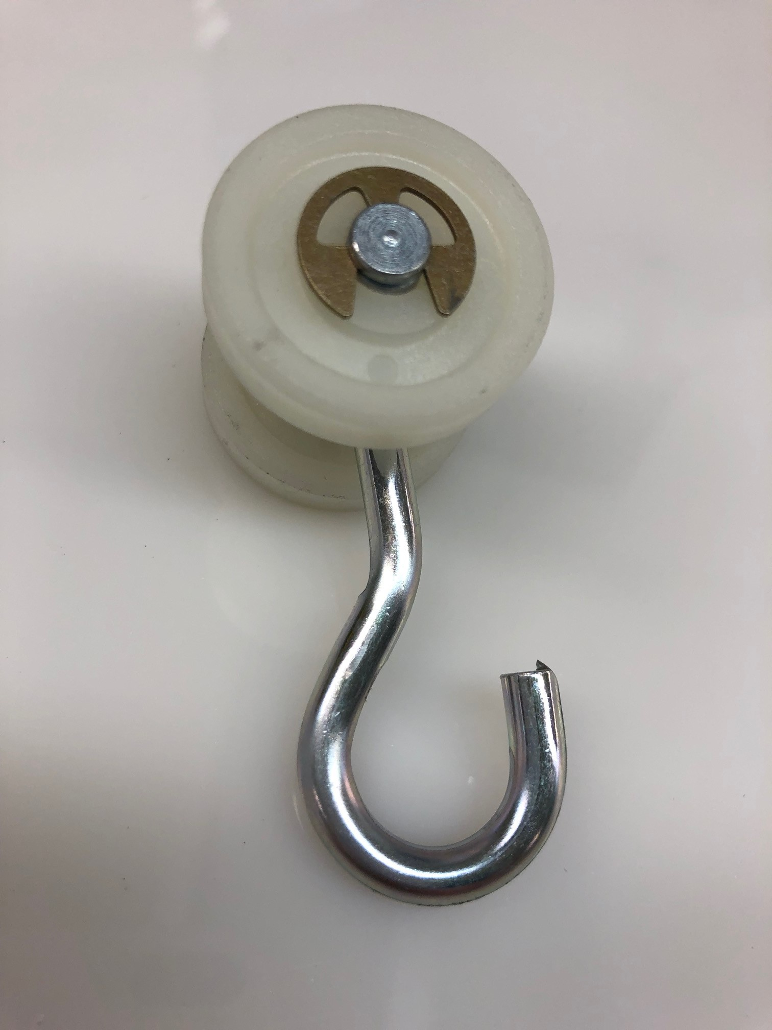 Nylon Roller with 1/2 or 1 hook - 30 lb capacity